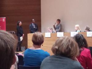 Anne-Maria Mäkinen HUS:sta vastasi Peter Kariukin ja Johanna Suurpään kysymyksiin yhdenvertaisuussuunnittelusta. Tilaisuudessa puhutaan siitä, miten yhdenvertaisuuslaki uudistui.