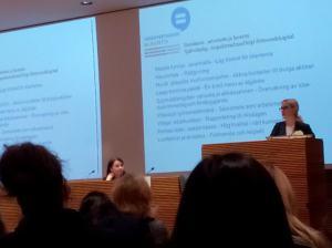 Yhdenvertaisuusvaltuutettu Eva Biaudet kertoi valtuutetun tarjoamasta avusta. Tilaisuudessa puhuttiin siitä, miten yhdenvertaisuuslaki uudistui.